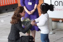 【イタすぎるセレブ達】キャサリン妃、小児病院訪問のためサファイアの婚約指輪を外す