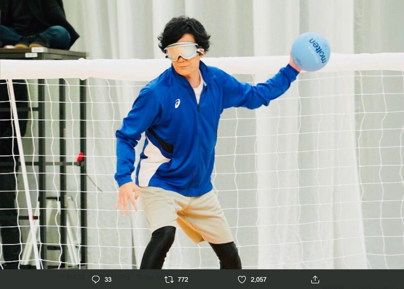 「ゴールボール対決」での稲垣吾郎(画像は『日本テレビ スッキリ 2020年1月7日付Twitter「放送スタート! #スッキリ vs #新しい地図「パラスポーツ対決」」』のスクリーンショット)