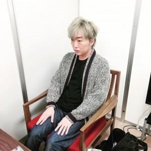 「おばあちゃん」と言われてしまった小沢一敬(画像は『一敬 小沢 2020年1月9日付Instagram「背筋伸ばして」』のスクリーンショット)