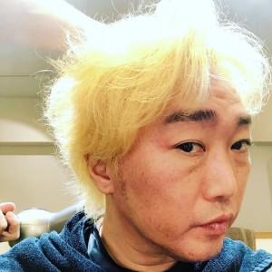 昨年末には金髪で驚かせた小沢一敬(画像は『一敬 小沢 2019年12月29日付Instagram「まだ途中」』のスクリーンショット)