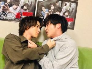 横浜流星と田中圭『あな番』でのオフショット(画像は『横浜流星 2019年9月1日付Instagram「本日、22時30分から『あなたの番です-反撃編-』第19話。」』のスクリーンショット)