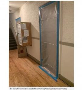 上階の死亡した住人の部屋(画像は『Metro 2020年2月10日付「Mystery black substance running down wall turns out to be blood from upstairs」(Picture: @daddyallenjoel/Twitter)』のスクリーンショット)