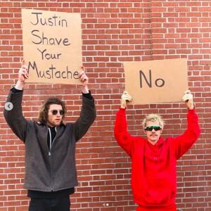 あまのじゃくなジャスティン(画像は『Justin Bieber 2020年2月9日付Instagram「Album out Friday.」』のスクリーンショット)