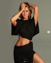 【イタすぎるセレブ達】ジェニファー・アニストン(51)人気誌表紙で美ボディ披露 サンドラ・ブロックと対談も