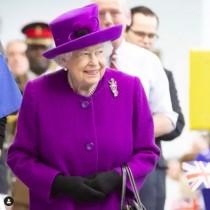 【イタすぎるセレブ達】エリザベス女王がデンタルクリニックを訪問 「矯正していた過去」を男児に明かす