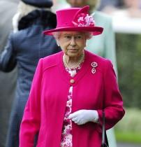 【イタすぎるセレブ達】エリザベス女王、心労に追い討ちか 孫に続き甥も離婚を発表