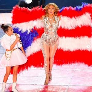 エメちゃんと母娘コラボステージが実現!(画像は『Jennifer Lopez 2020年2月3日付Instagram「Puerto Rico y Colombia muy en alto hoy.」』のスクリーンショット)