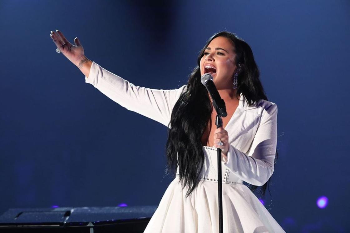『Anyone』を熱唱したデミ・ロヴァート(画像は『Demi Lovato 2020年1月27日付Instagram「What an unbelievable night.」』のスクリーンショット)