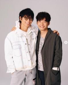 ドラマ『MIU404』でW主演を務める綾野剛と星野源(画像は『Gén Hoshino 星野源 2020年2月13日付Instagram「4月期TBS金曜ドラマ『MIU404』で主演を務めることになりました。」』のスクリーンショット)
