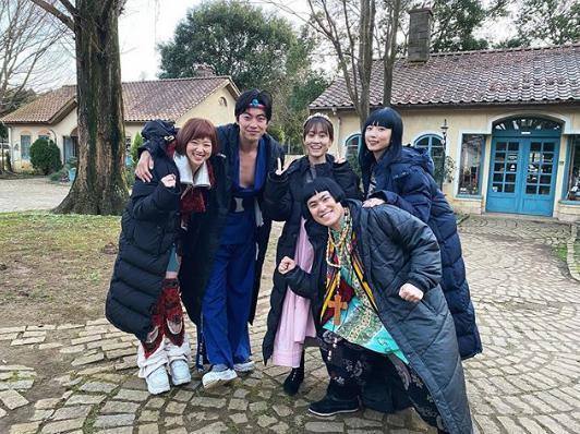 伝説の魔法使い・メイと冒険する仲間たち(画像は『前田敦子 2020年2月1日付Instagram「ついに今夜冒険がはじまります!」』のスクリーンショット)