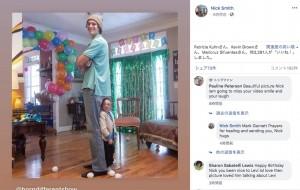 身長76センチの小人症の男性、195センチの弟と一緒に28歳の誕生日を祝う(米)<動画あり>