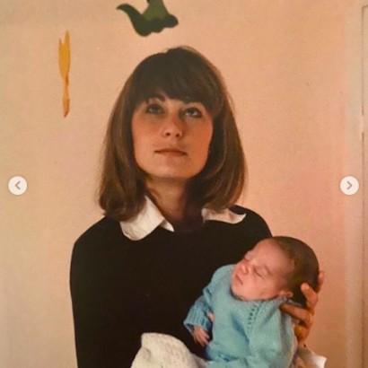 【イタすぎるセレブ達】キャサリン妃、母キャロルさんとの未公開写真を公開「母娘そっくり」の声続出