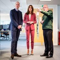 【イタすぎるセレブ達】ウィリアム王子・キャサリン妃夫妻が救急コールセンターを訪問 新型コロナ以降相談件数が4倍に