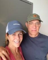 【イタすぎるセレブ達】トム・ハンクス夫妻、新型コロナ感染後に2ショット投稿「現実を受け入れながら過ごしている」