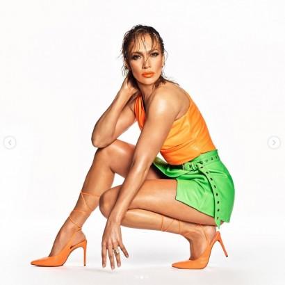 【イタすぎるセレブ達】ジェニファー・ロペス、シューズライン発表で引き締まった美脚を大胆披露