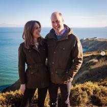 【イタすぎるセレブ達】ウィリアム王子&キャサリン妃、アイルランド訪問で対面した子供達からの手作りカードを披露