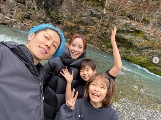 奥多摩キャンプを楽しむMIYAVIファミリー(画像は『MELODY LEE ISHIHARA 2020年3月10日付Instagram「Went camping in the Okutama region in western Tokyo!!」』のスクリーンショット)