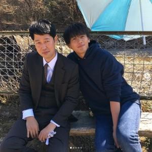 『陸王』でも共演していた小籔千豊と竹内涼真(画像は『小籔千豊(吉本新喜劇) 2020年3月15日付Instagram「今日よる日曜劇場みてね」』のスクリーンショット)