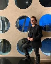 【イタすぎるセレブ達】「U2」ボノ、外出禁止令のイタリアに捧げる新曲を披露「最前線で働く人々へ歌う」