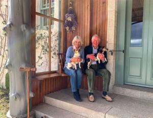 【イタすぎるセレブ達】チャールズ皇太子&カミラ夫人が結婚15周年迎える 国民ら「紆余曲折を経て結ばれた2人の愛は本物」理解示す