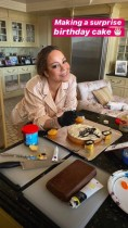 """【イタすぎるセレブ達】""""ディーバ""""マライア・キャリーが恋人の誕生日にケーキを手作り"""