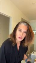 """【イタすぎるセレブ達】ハリウッド女優がここまでやる? 『デス妻』スーザン役テリー・ハッチャーが""""セルフ白髪染め""""動画を公開"""
