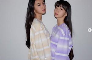 キムタクが撮影した愛娘Koki,とCocomi 彼が贈った服を着ている(画像は『cocomi_553_official 2020年3月26日付Instagram「1枚目はキメキメに。」』のスクリーンショット)