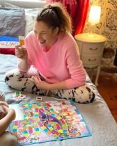 【イタすぎるセレブ達】ドリュー・バリモア、子どもと過ごす自粛生活は「大変で一日中ずっと泣いてる」