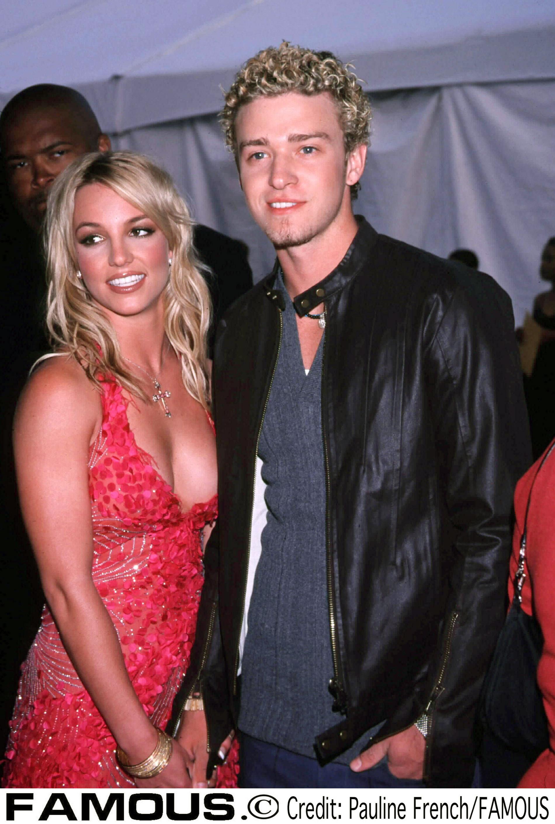 2002年9月「アメリカン・ミュージック・アワード」でのブリトニー(20)&ジャスティン(21)