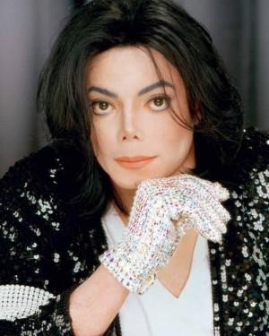 """【イタすぎるセレブ達】マイケル・ジャクソンの""""片手手袋""""、約1100万円で落札される"""