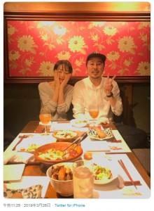 初対面の遊井亮子と浦川瞬ディレクター(画像は『遊井亮子 2019年3月26日付Twitter「昨夜お逢い出来ました」』のスクリーンショット)