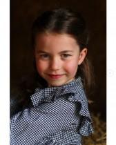 【イタすぎるセレブ達】ウィリアム王子・キャサリン妃夫妻の長女シャーロット王女が5歳に! 自主隔離中の高齢者に食料を届けるお手伝いも