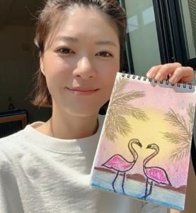 絵を紹介する上野樹里(画像は『上野樹里 2020年4月29日付「おはようございます」』のスクリーンショット)