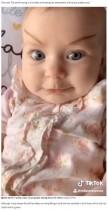 【海外発!Breaking News】生後2か月の赤ちゃんに立派なまゆ毛! 暇を持て余した母親のいたずらに爆笑!(米)