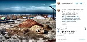 カメの作品(画像は『Andoni Bastarrika(Artista) 2019年8月27日付Instagram「TORTUGA BOBA Autor escultura realista con」』のスクリーンショット)