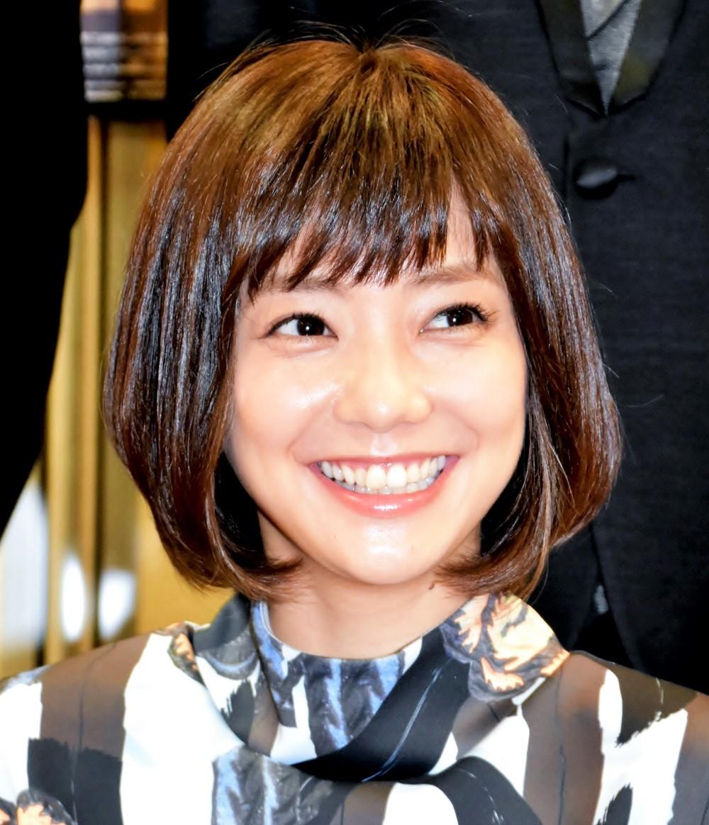 坊主頭の写真をインスタグラムに投稿した女優・倉科カナ