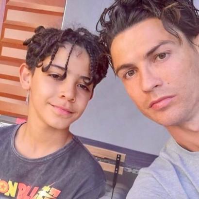 【イタすぎるセレブ達】クリスティアーノ・ロナウド、長男誕生日に「もう10歳なんて!」 祖母も動画で祝福