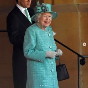 【イタすぎるセレブ達】エリザベス女王、公式誕生日の祝賀式典に単独出席 今年はこぢんまりとお祝い