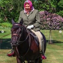【イタすぎるセレブ達】エリザベス女王(94)が乗馬を楽しむ 若々しい姿に英国民も歓喜