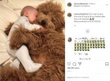 【海外発!Breaking News】ゴールデンドゥードルと生後6か月の赤ちゃんのハグが止まらない(米)<動画あり>