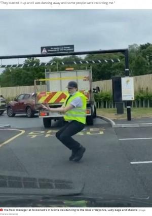 【海外発!Breaking News】マクドナルド店員がダンスで交通整理 ドライブスルーで待つ人々を笑顔に(英)