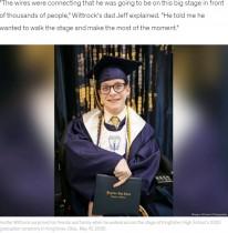 【海外発!Breaking News】卒業式で初めて歩いた脳性麻痺の高校生 会場は感動と祝福の涙に包まれる(米)<動画あり>
