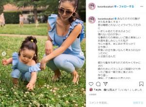 娘と公園で遊ぶ紅蘭(画像は『紅蘭 2020年6月15日付Instagram「あなたのその行動がまた私を強くする!」』のスクリーンショット)