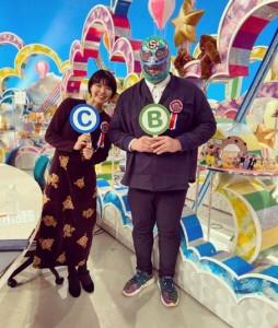 Negicco・Meguとスーパー・ササダンゴ・マシン(画像は『ぽんちゃさん 2020年1月31日付Instagram「クイズは正解できませんでした。」』のスクリーンショット)