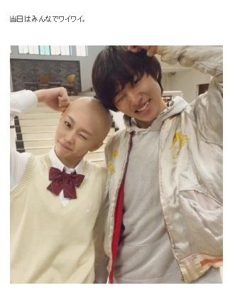 山崎賢人と桐谷美玲(画像は『桐谷美玲 2015年9月29日付オフィシャルブログ「髪、切りました」』のスクリーンショット)