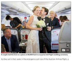 【海外発!Breaking News】超サプライズ!上空でのプロポーズ 機内でそのまま挙式、乗り物酔いで嘔吐しつつ「イエス!」勝ち取った男性も