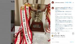 横澤夏子が中学の時に卓球の県大会で優勝した時の優勝カップ(画像は『横澤夏子 2020年6月22日付Instagram「#DMで懐かしい優勝カップのお写真を送ってくださったのよー!」』のスクリーンショット)