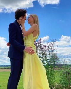 婚約したブルックリン・ベッカムと二コラ・ペルツ(画像は『GB 2020年7月11日付Instagram「Two weeks ago I asked my soulmate to marry me and she said yes xx I am the luckiest man in the world.」』のスクリーンショット)