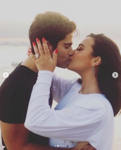 """スピード婚約にファンは歓喜(画像は『Demi Lovato 2020年7月22日付Instagram「When I was a little girl, my birth dad always called me his """"little partner""""」』のスクリーンショット)"""