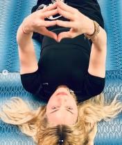 """【イタすぎるセレブ達】マドンナ「リハビリは刺激的でないとね」 26歳恋人と際どすぎる""""ストレッチポーズ"""""""